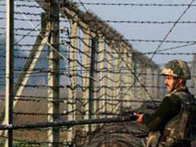BSF Jawan,Accidentally shoots self,Indian Army