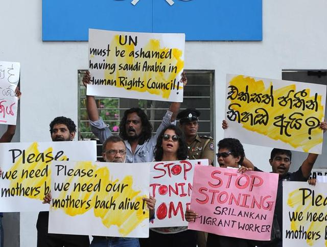 Sri Lankan activists stage a demonstration outside the UN offices in Colombo on December 3, 2015, protesting the death sentence passed by Saudi authorities on a Sri Lankan women employee.