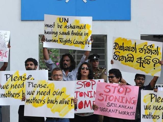 Sri Lankan activists stage a demonstration outside the UN offices in Colombo on December 3, 2015, protesting the death sentence passed by Saudi authorities on a Sri Lankan women employee. (AFP)