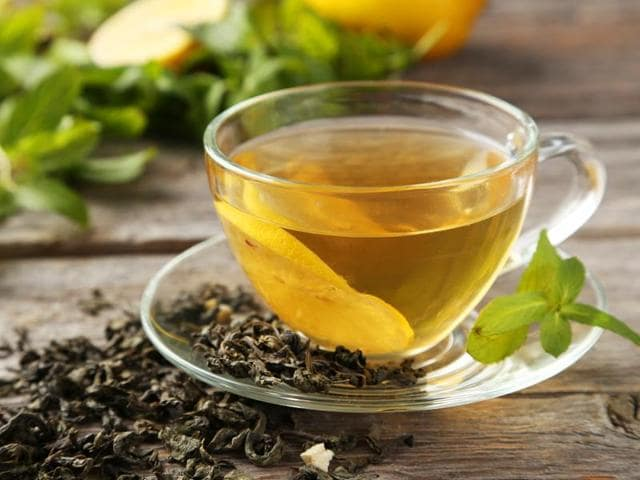 Experts suggest that gree tea could have health benefits at low doses, but at high doses it may have adverse effects.(Shutterstock)