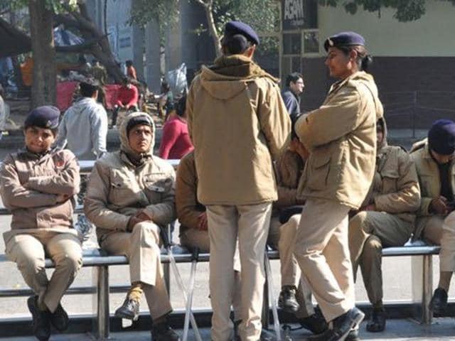Madhya Pradesh police suspended,Custodial suicide,Police suspended suicide