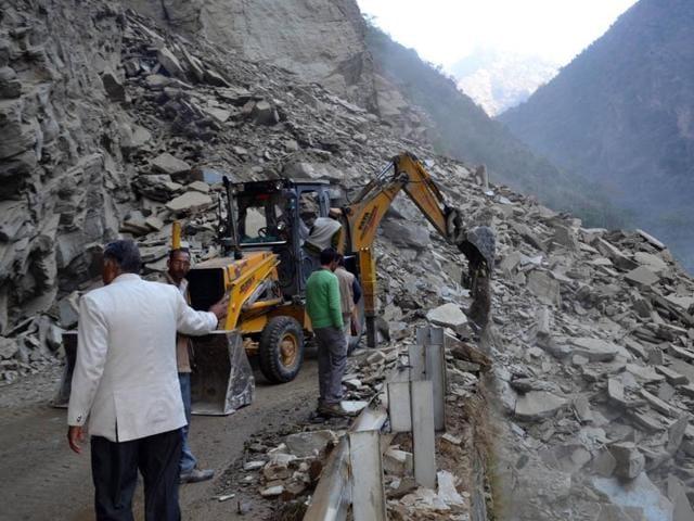 Traffic restored,Kiratpur-Manali highway,Landslide affected area