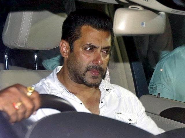 Salman Khan sits in a car as he leaves a court in Mumbai, India, May 6, 2015 after being sentenced to five years in prison for killing a man in a hit-and-run accident.  The Bombay high court began dictating its response to the appeal filed by the actor on Monday.