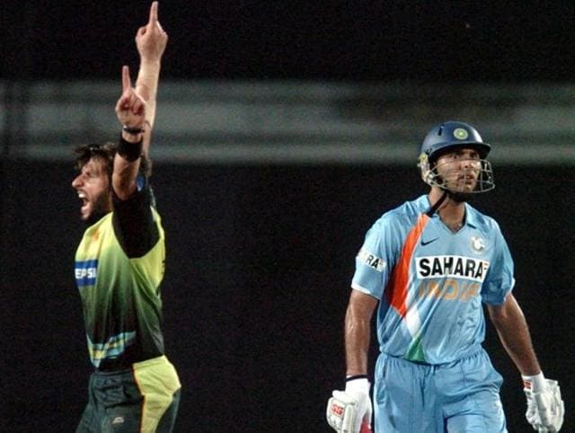 Pakistani cricketer Shahid Afridi (L) celebrates the dismissal of Indian cricketer Yuvraj Singh (R) during the final One Day International (ODI) Tri-series match between Pakistan and India at The Sher-e-Bangla Cricket Stadium in Dhaka on June 14, 2008.