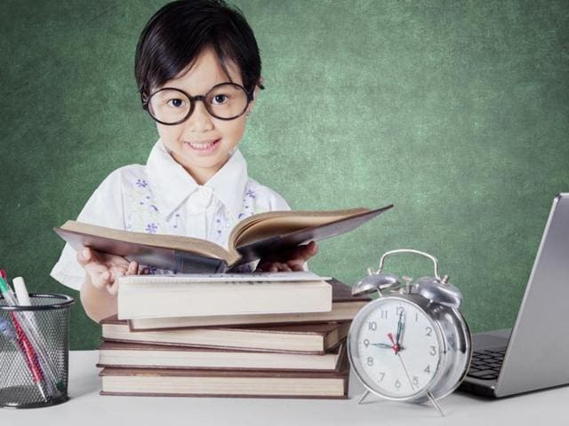 Experts say that most students who surrounded themselves with high-achievers are able to improve their performance over time.