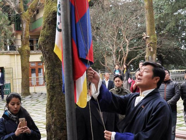 Tibetan PM-in-exile Lobsang Sangay hoisting the Tibetan National Flagat a function organisation to celebrate 26th anniversary of conferment of Nobel Peace Prize to Tibetan spiritual leader the Dalai Lama, at Tsuglakhang Temple in McleodGanj on Thursday. Shyam Sharma/HT