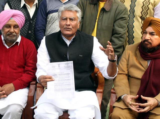 Bathinda,India-Dec10,2015:Sunil Kumar Jakhar member of Indian National Congress,MLA Ajab Singh Bhati & MLA Hardial Singh Kamboj interact with media person during press conference at Bathinda on Thursday.Photo by Sanjeev Kumar/Hindustan Times.