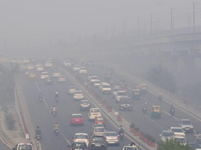 Roads in the capital choked with smog after Diwali celebrations, in New Delhi, India, on Friday, November 13, 2015.