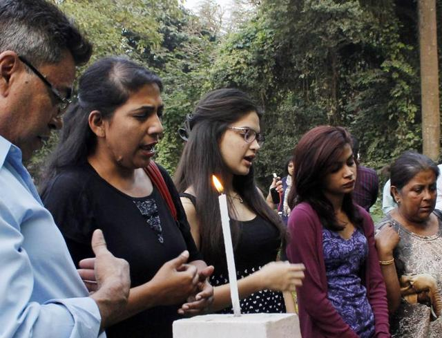 Park Street rape victim's family pay tribute at the Bhabanipore cemetery after the verdict by the city's session court.