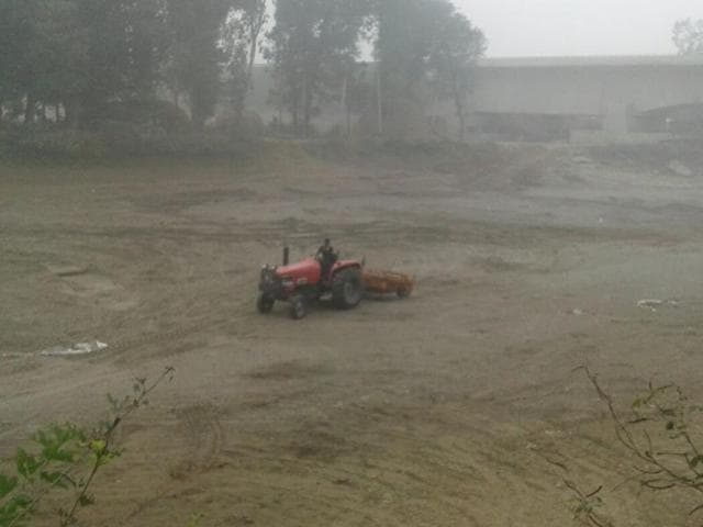 Dhariwal police impounded a tractor that was carrying sand from the bed of the canal on Friday, but have not yet registered any case against the erring person.