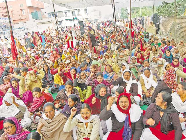 anganwadi workers protesting at Sangrur.