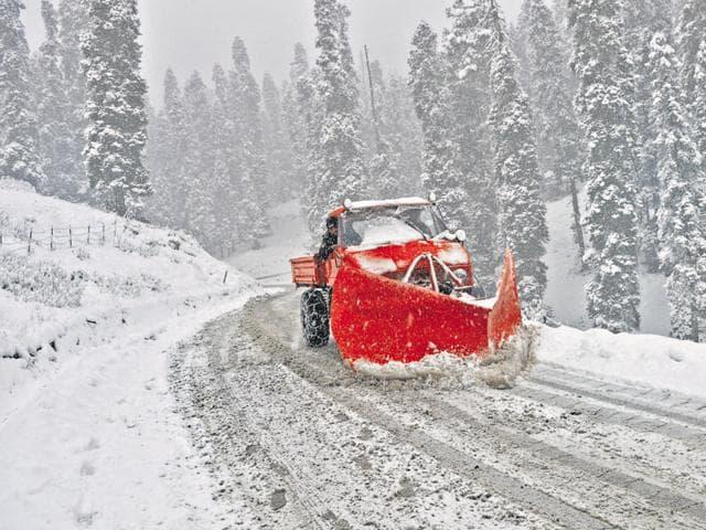 highway,Srinagar,snowfall