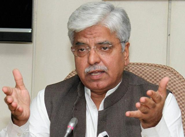 Commissioner BS Bassi  said Delhi Police will wait till December 25 for the policy and then prepare an action plan for the proposed Odd-even vehicle rationing formula.