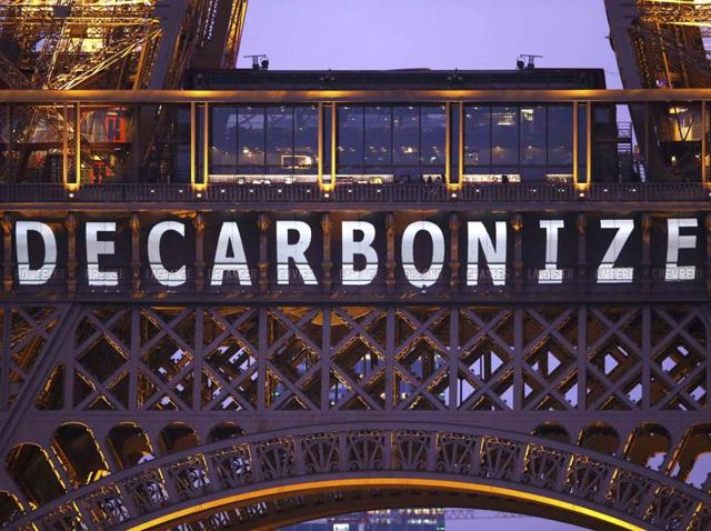 French and United Nations officials have announced that the final draft of the Paris climate deal is ready to be presented to ministers after nearly two weeks of tense negotiations for a pact to tackle the issue of global warming.