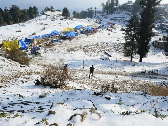 Kufri and Narkanda recorded mild spells of snowfall on Friday. But it disappeared within a few hours.