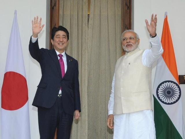 India would start offering visa on arrival facilities for Japanese citizens, including those who come to India on business trips.(PIB)