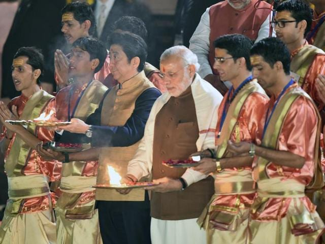 Prime Minister Narendra Modi with his Japanese counterpert Shinzo Abe take part in the evening 'Aarti' ritual on the banks of the Ganges river in Varanasi.