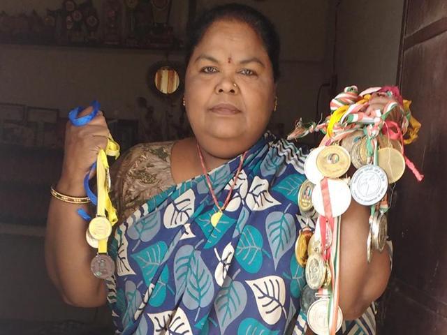 Deepali Singh,para-athlete selling flowers,Jhalana Doongri