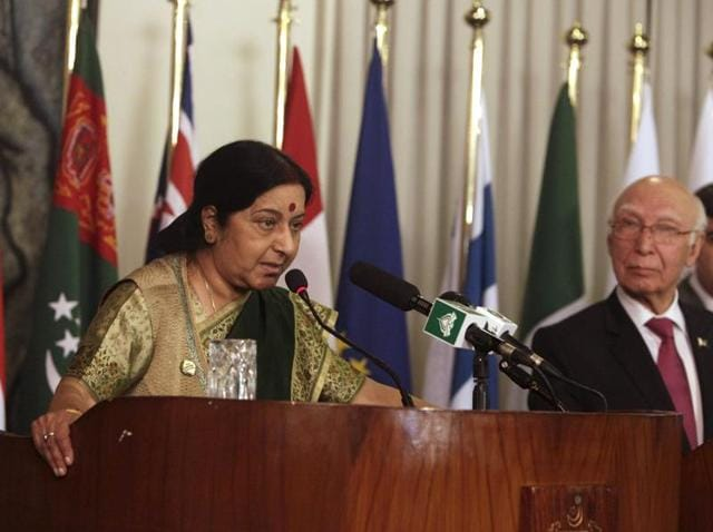 In this handout photograph released by the Pakistan Press Information Department (PID), Pakistan Prime Minister Nawaz Sharif (L) speaks with external affairs minister Sushma Swaraj as Sartaj Aziz, Pakistan's adviser on foreign affairs (R), looks on during the first day of the Heart of Asia conference in Islamabad.