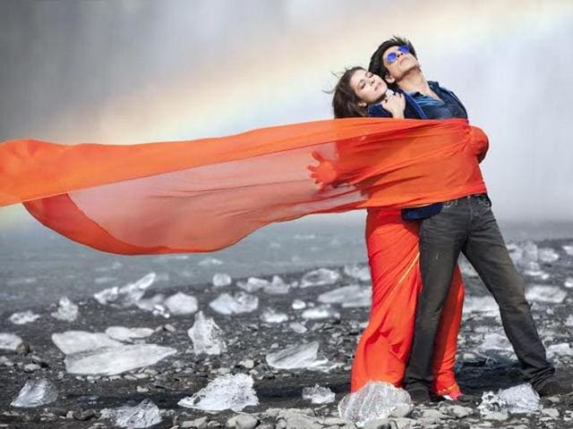 A still from Dilwale's 'Gerua'