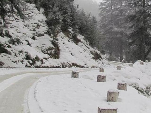 All vehicles passing through the eco-sensitive Rohtang Pass area would have to pay Rs 500 at the time of applying for permit for entering the 13,050 feet pass.