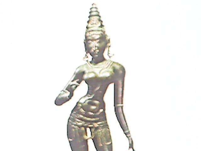 Hugo Weihe, CEO of Saffronart, during auction of a bronze sculpture of Parvati  in Dadar, Mumbai on Monday.