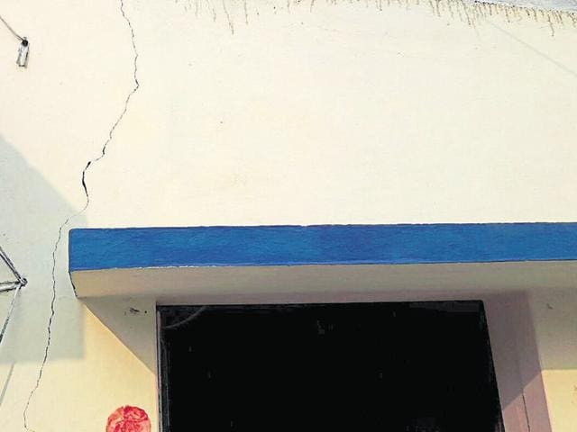 A building in Deoghar developed a crack due to an earthquake on Tuesday.