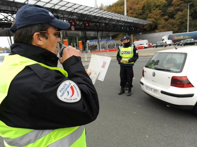 Paris attacks,Suspect held,Islamic State