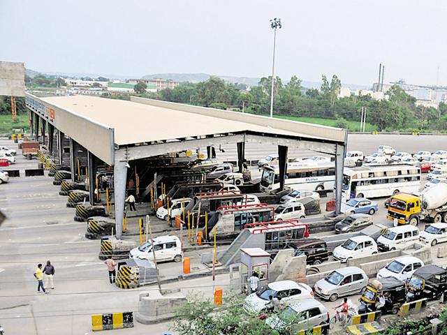 The 26-lane Kherki Daula toll plaza, on the Manesar side of Delhi-Gurgaon Expressway, caters to traffic from Gurgaon's newly developed sectors, IMT Manesar and industrial belts such as Bawal, Dharuhera and Neemrana. Those going to Jaipur also have to cross the toll plaza.