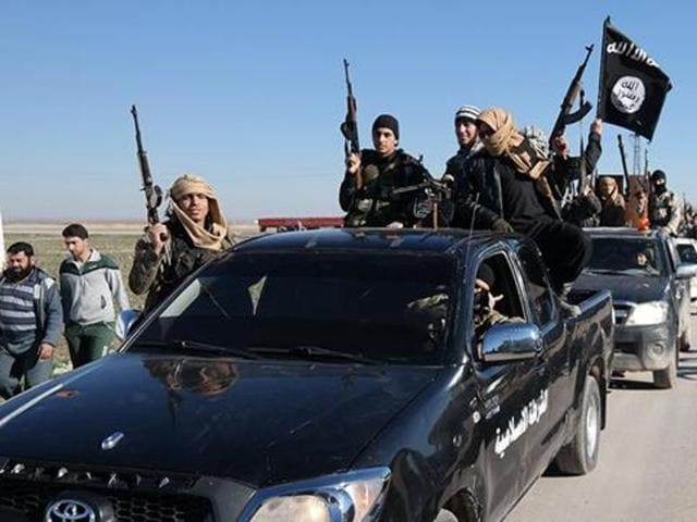 A man in Texas has filed a lawsuit against a Ford dealership after Islamic State (IS) militants were seen using his old truck.
