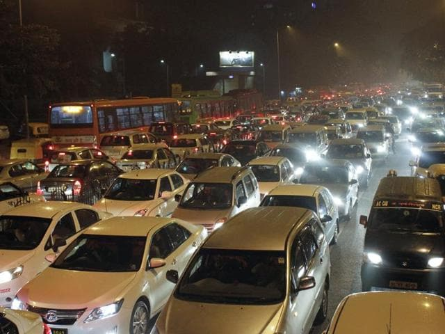File photo of roads in Delhi choked with smog.The NGT has agreed to hear a plea seeking modification of its order which said that diesel-run vehicles will not be registered in Delhi in the wake of alarming pollution levels in the city.