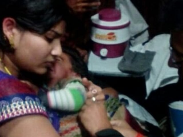 Sick child attended by doctor in Marudhar express on Tuesday after passenger requests help on Twitter.
