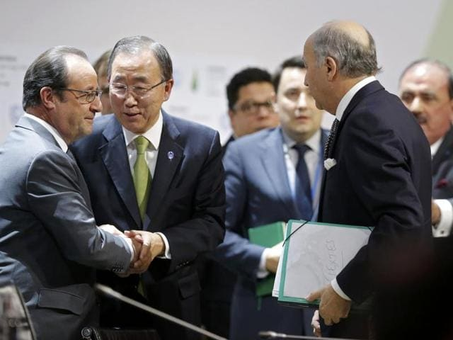 French President Francois Hollande (L) shakes hands with United Nations Secretary-General Ban Ki-moon (C) near Foreign Affairs Minister Laurent Fabius (C), President-designate of COP21, at the World Climate Change Conference 2015 (COP21) at Le Bourget, near Paris, France.(Reuters/File photo)