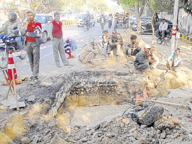 The CBI team dug up soil at many spots along Udyog Marg to verify whether there were electricity cables underground.