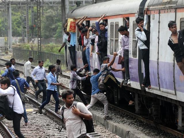 Mumbai local trains,Peak hours rush,Bombay HC