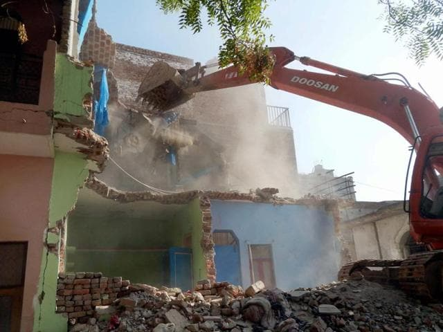 Gurgaon: A special team of administration demolishing the illegal construction at Sarai Alawardi in Gurgaon on Wednesday.