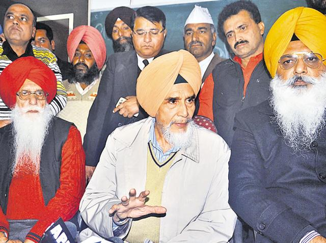 Aam Aadmi Party  convener Sucha Singh Chhotepur (C) addressing a press conference in Amritsar on Thursday.