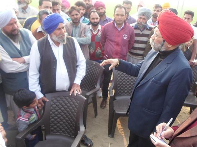 Justice Zora Singh talking to Faridkot villagers near Behbal kalan on Thursday.(HT Photo)