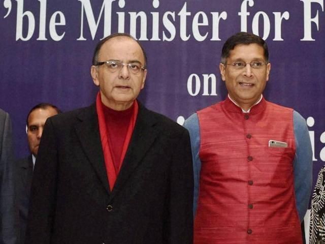 Finance Minister Arun Jaitley and Chief Economic Advisor Arvind Subramaniam with President, FICCI Jyotsna Suri, President PHDCCI, Mahesh Gupta and President CII, Sumit Mazumder during a session on