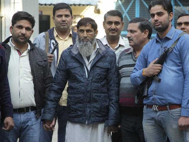 Mohammad Asif, a suspected member of the al Qaeda, was arrested by the Delhi Police Special Cell. Authorities arrested 40-year-old Jafar Masood in UP for links with Asif.