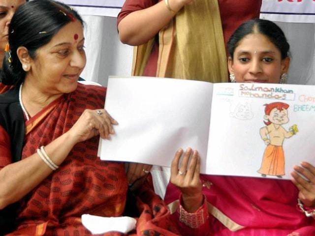 Minister of External Affairs Sushma Swaraj with Geeta, a deaf and mute woman who has returned India from Pakistan.