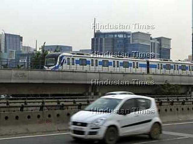 The bridge will connect the Gateway Tower station of the Rapid Metro with the Haryana State Industrial and Infrastructure Development Corporation office in Udyog Vihar across the Gurgaon Expressway.(HT File Photo)