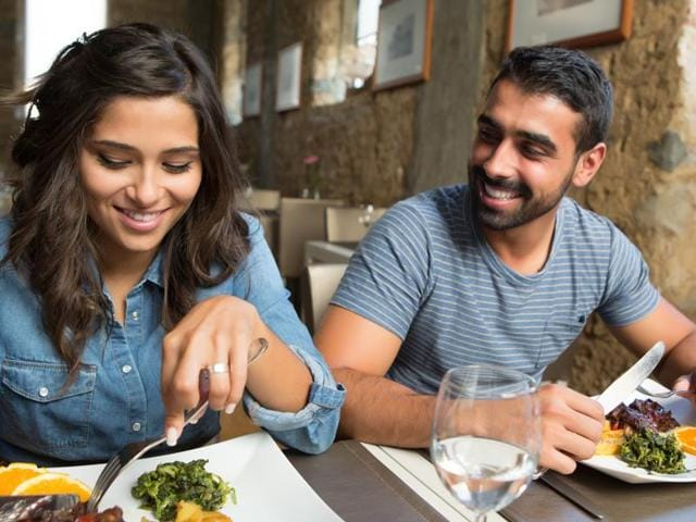 Experts say that the presence of a mirror in a consumption setting can reduce the perceived tastiness of unhealthy food, which consequently reduces its consumption.(Shutterstock)