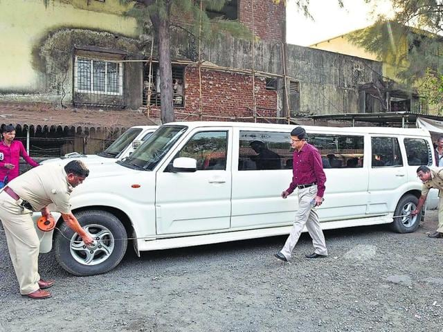 Police officers inspect the modified Scorpios in Vashi. RTO officials said the cars had been illegally modified to look like Hummer limousines.