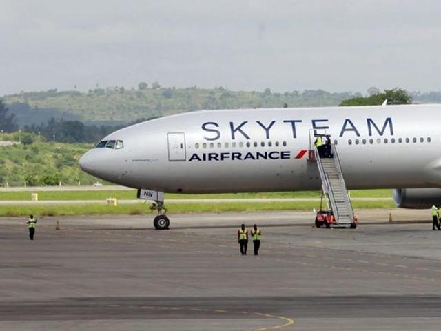 Air France emergency landing,Boeing 777,Kenya airport bomb scare
