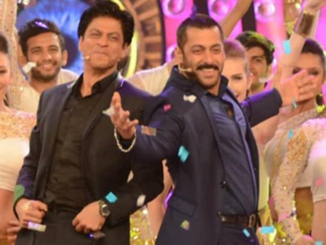Shah Rukh Khan and Salman Khan recreated the Karan Arjun chemistry in the Bigg Boss 9 house on Sunday.