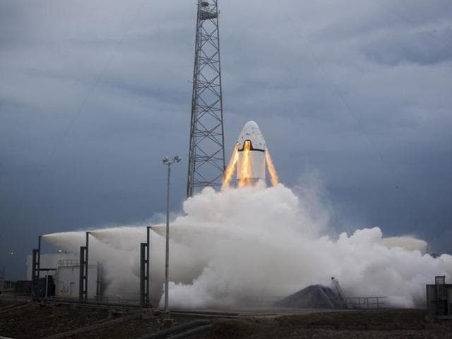 SpaceX,Blue Origin,Jeff Bezos