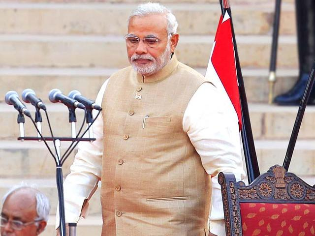 Prime Minister Narendra Modi is planning to reach out to around 17 lakh police personnel in the country by sending them SMSes on coming Republic Day.