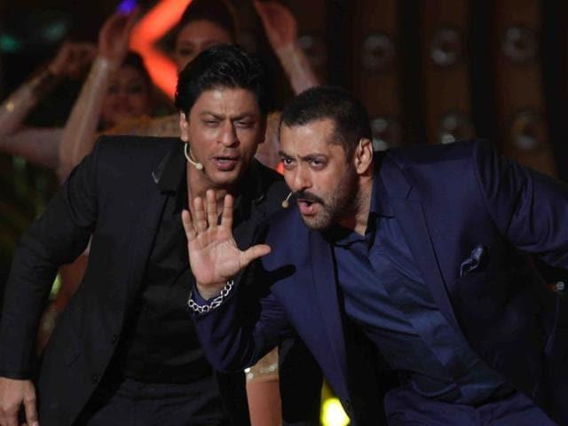 Shah Rukh Khan and Salman Khan recreated the Jai-Veeru Sholay chemistry on Bigg Boss 9.(IANS)