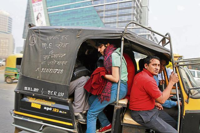 FOR DECEMBER 16 WOMEN SAFETY PACKAGE (DAY 02) - Gurgaon, India - Dec. 10, 2015: Women executives catch public transport outside their office, in DLF Cybercity, in Gurgaon, India, on Thursday, December 10 2015. (Photo by Sanjeev Verma/ Hindustan Times)